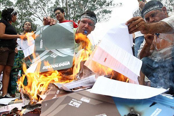 Caderninhos queimados
